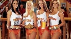 Ξεχάστε τα Restaurants – ήρθαν τα Breastaurants: Δείτε τη νέα μόδα που σαρώνει στην Αμερική!!