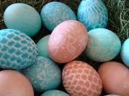 Αργομισθία: «να φάμε φασολάδα να βάφουμε αυγά με τις κλανιές μας!» Το άκουσα κι αυτό…