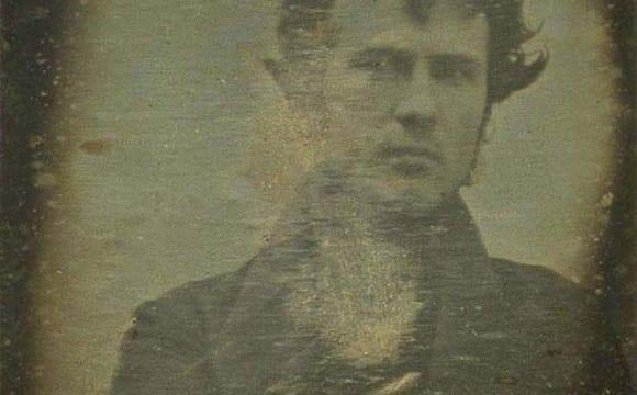 Η πρώτη selfie στην ιστορία (1839)