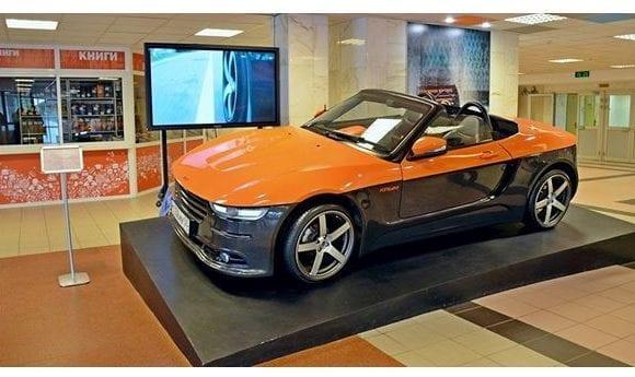 Tο Lada των 1.600 κυβικών με 9.500 ευρώ που βάζει κάτω Porsche